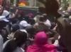 Bain de foule à Saint-Louis – Macky s'arrête pour saluer sa belle-mère (texte et vidéo)