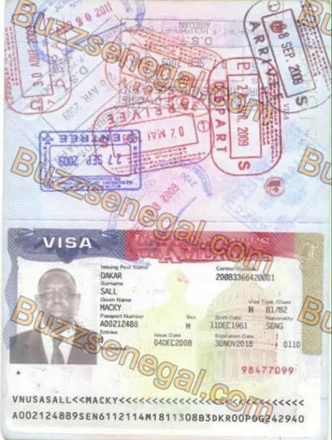 """Macky publie son passeport pour prouver sa """"sénégalité"""""""
