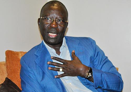 """Tabaski 2016: le porte-parole du PDS, Babacar Gaye a reçu le """"déwénel"""" de trois membres de l'APR"""