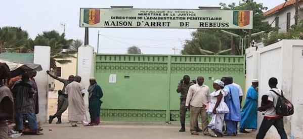 Un garde pénitentiaire balance: «Ils ont versé du sable sur les traces du sang pour cacher la réalité»