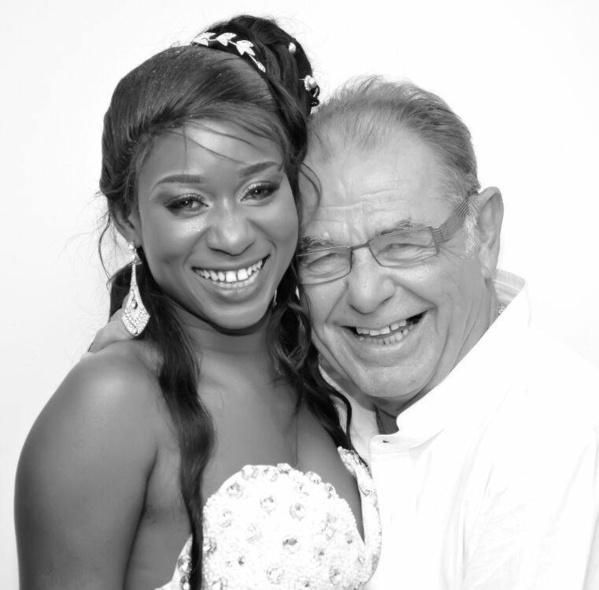 Nancy Eva rayonnante et souriante avec son mari … La vie change !
