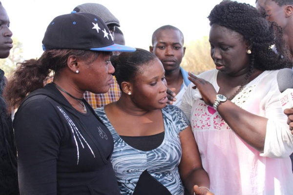 Insolite - Mame Marème Thiam Babou réussit un coup d'éclat en faisant stopper net le cortège Présidentiel à Gandigal (VIDÉO)