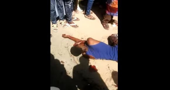 Un garçon sauvagement poignardé à mort au Rond-point Case-ba (vidéo sanglante, âmes sensibles s'abstenir)