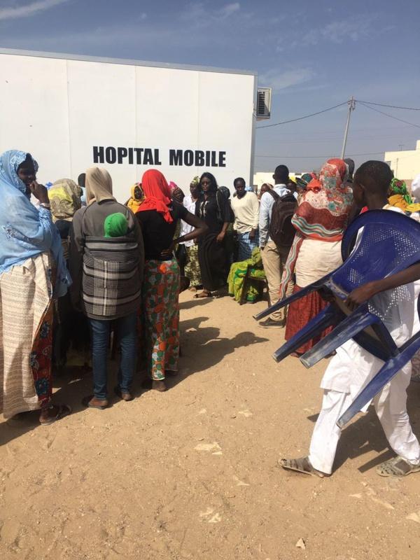"""Avec son hôpital mobile, Marième Faye Sall, la """"Première servante du peuple"""" sert le sourire à Bargny"""