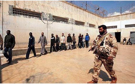 Un groupe armé s'empare d'une prison — Libye