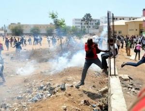 Huit mois sans bourse : Des étudiants brûlent et cassent tout