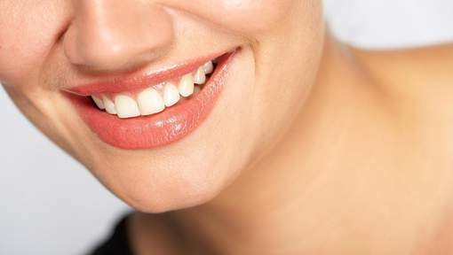 Sept aliments pour garder vos dents blanches