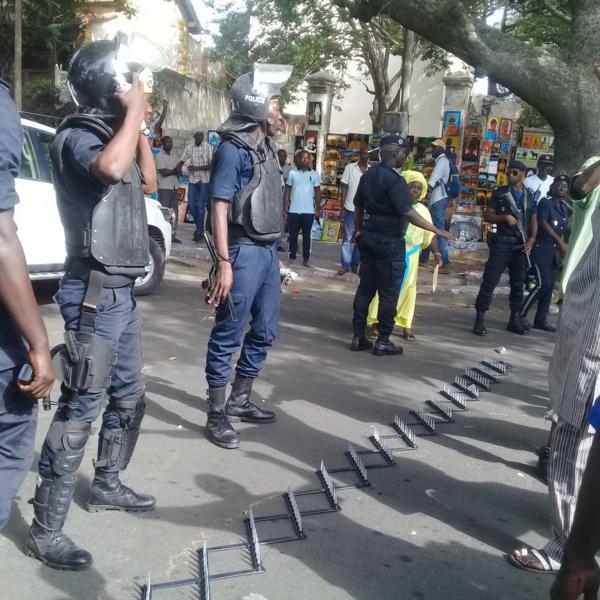 Avenue Peytavin : La police bloque le convoi de Me Wade