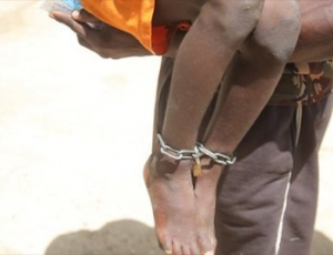 Violence sur mineur: un talibé aux pieds cadenassés conduit au Commissariat central de Saint-Louis