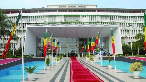 Scandale: les députés sortants reçoivent 10 millions chacun plus des terrains...