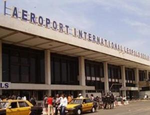 """Les toilettes de l'Aéroport Léopold Sédar Senghor """"fermées"""" : on se serre les cuisses…., en attendant le 07 décembre prochain"""