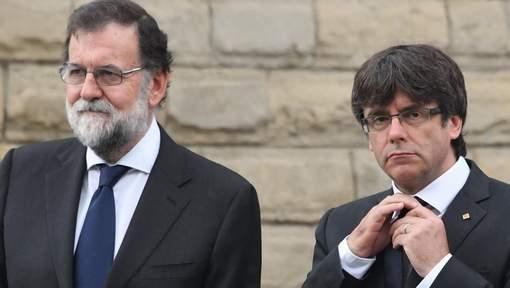 Les chefs des gouvernements espagnol Mariano Rajoy et catalan Carles Puigdemont, le 20 août 2017 à Barcelone. © afp.