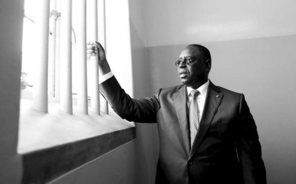 Photos – Le Président Macky Sall visite la prison de …