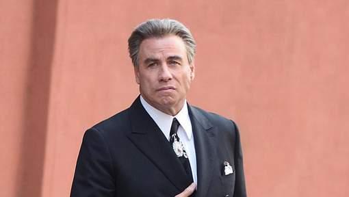Un masseur de 21 ans porte plainte contre John Travolta