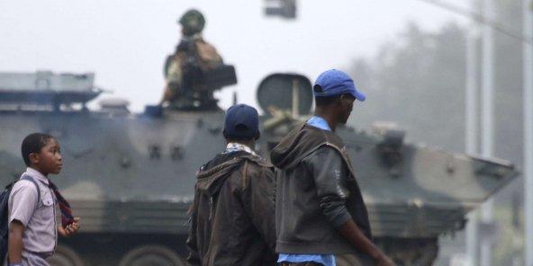 Zimbabwe : « Le limogeage de son vice-président par Mugabe a été le coup de trop »