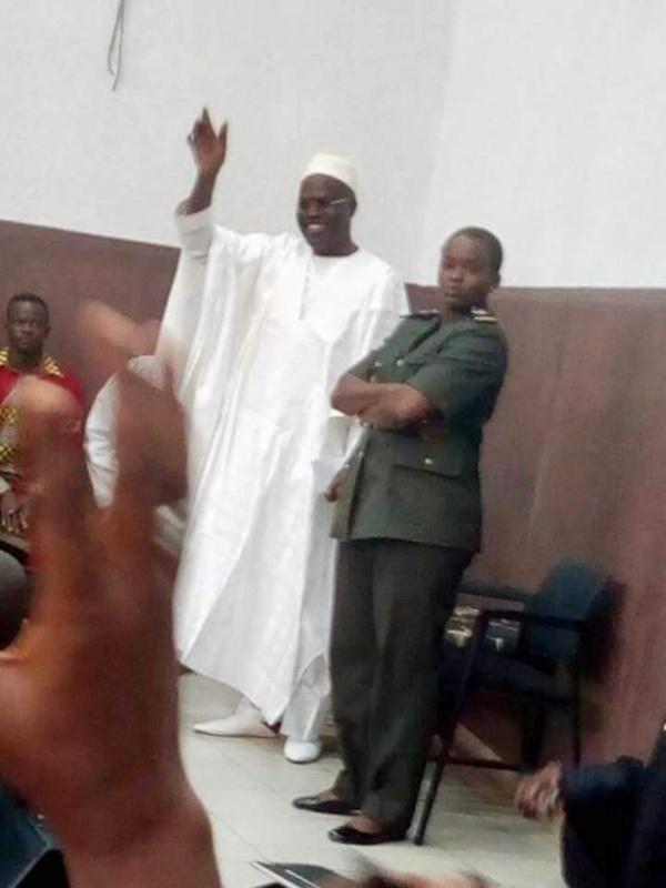 En images : Khalifa Sall au tribunal de Dakar devant le juge