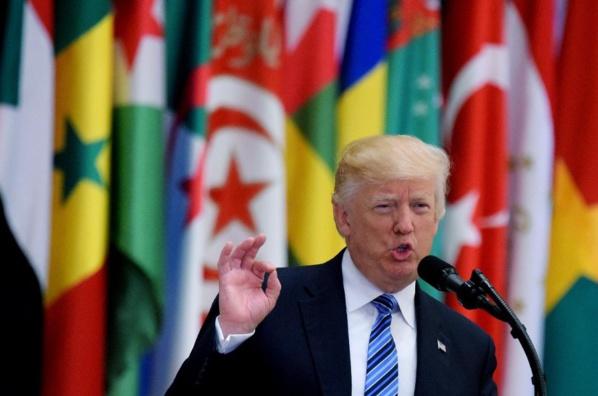 """Trump ravale son """"pays de merde"""""""