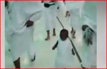 Vidéo: L'image de ce bébé effectuant la Safa Marwa à la Mecque émeut la toile