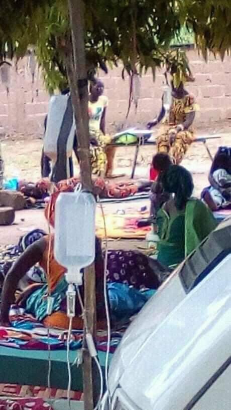 Kolda: Des malades hospitalisés sous un manguier à Saré Guiro Bocar.