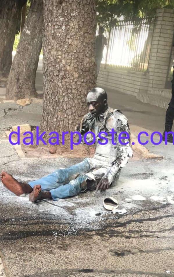 Urgent- Un jeune s'immole devant le Palais Présidentiel