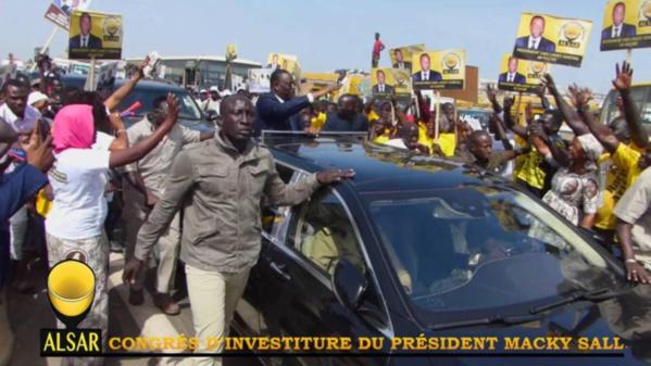 Congrès d'investiture : Le Président Macky remercie chaleureusement Racine Sy