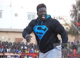 Le titre : Le lutteur Zoss soutient le candidat à la Présidentielle, Idrissa Seck
