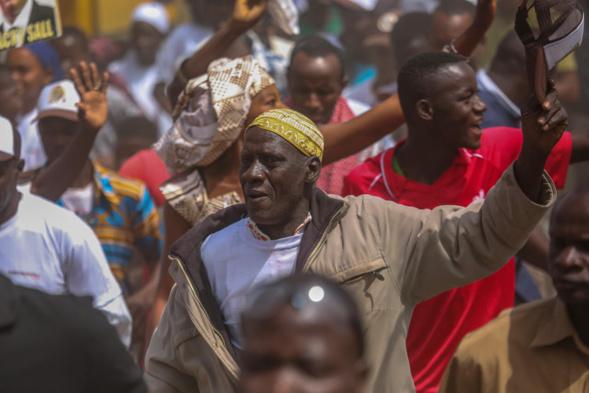 De Velingara à Fafacourou, Macky Sall fait foule