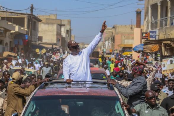 Campagne électorale – Macky défie Khalifa Sall à Grand Yoff sous les ovations de la population