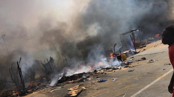 Un incendie ravage le marché de Ross Béthio