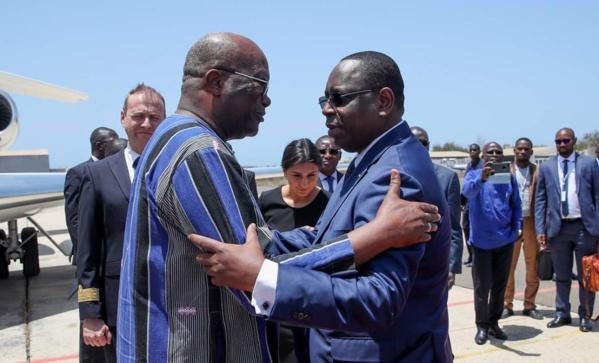 Les images exclusives de l'arrivée du PR Kabore à Dakar