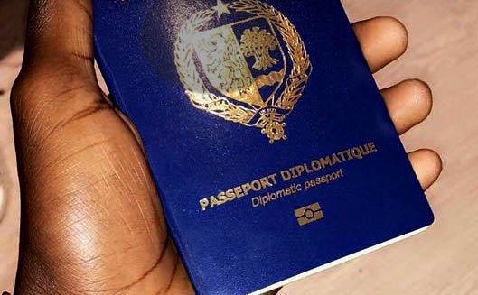 Macky Sall supprime les passeports diplomatiques en cours