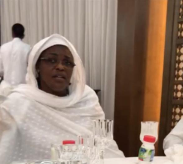 Regardez comment le Pr Macky Sall et la Première Dame ont rompu samedi le jeûne (EXCLUSIVITÉ DAKARPOSTE)