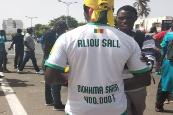 Défaite Des Lions : Les Supporters Passent De « Aller Sénégal » À « Aliou SALL Sunu 400 Mille » (Vidéo)