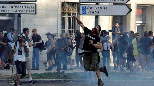 DERNIÈRE MINUTE- Manifestations de protestation au sommet du G7...Jets de grenades...