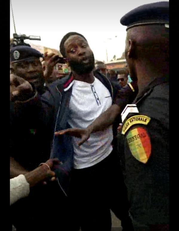Distribution de flyers contre la hausse du prix de l'électricité : Kilifeu et Ousmane Wade de Nio Lank arrêtés au rond-point Sahm puis relâchés