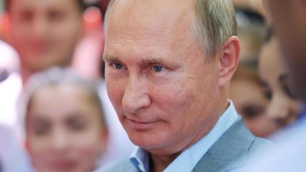 Vladimir Poutine déclare le mois d'avril chômé et rémunéré