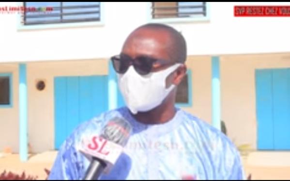 Le jeune Adama Bèye vient en aide le personnel de l'hôpital Fann