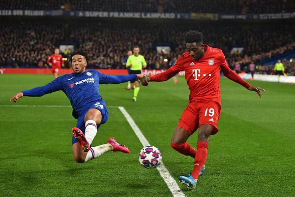 Ligue des champions : le Bayern Munich écrase Chelsea, Barcelone s'impose face à Naples