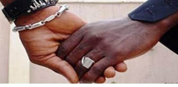 Arrestation de 25 homosexuels: ce que l'on sait du faux médecin en fuite