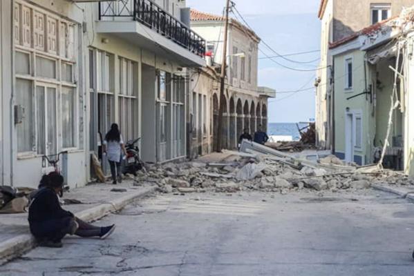 Un séisme frappe la Turquie et la Grèce, les deux pays promettent de s'aider mutuellement