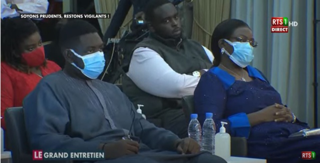"""Arrêt sur image – """"Le Grand Entretien"""": La famille du Président assiste au débat (Photo)"""