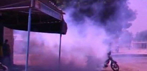 Tribunal de Diourbel : La police disperse les soutiens de Oustaz Dieng à coups de grenades lacrymogènes