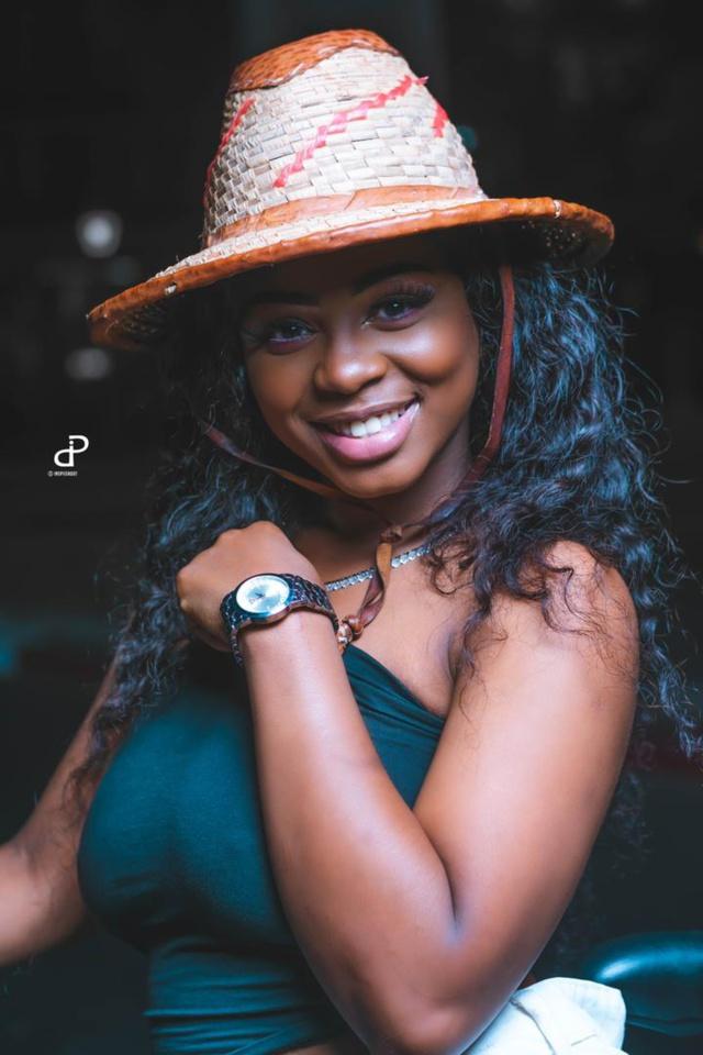 Ce que prépare la chanteuse Dieyna, une vraie beauté plus pimpante que jamais ( texte et photos)