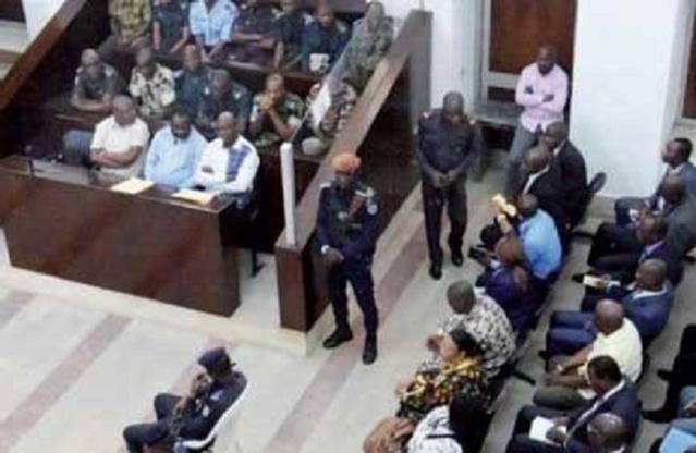 """Escroquerie : Le PDG de """"Diop Travel Tour"""" et son acolyte ont utilisé les noms du ministre conseiller spécial du Chef de l'État et de Amadou Ba pour dépouiller leurs victimes de plus de 100 millions."""