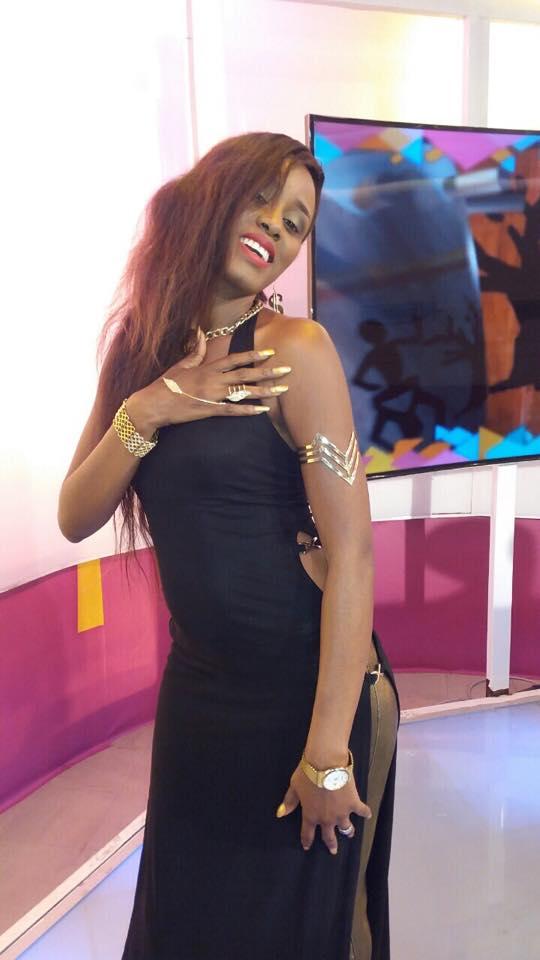 Queen Biz: Sa robe « too much » choque ses fans !