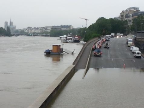 Inondations à Paris : Les portes de Bercy fermées, le concert de Waly hypothéqué?