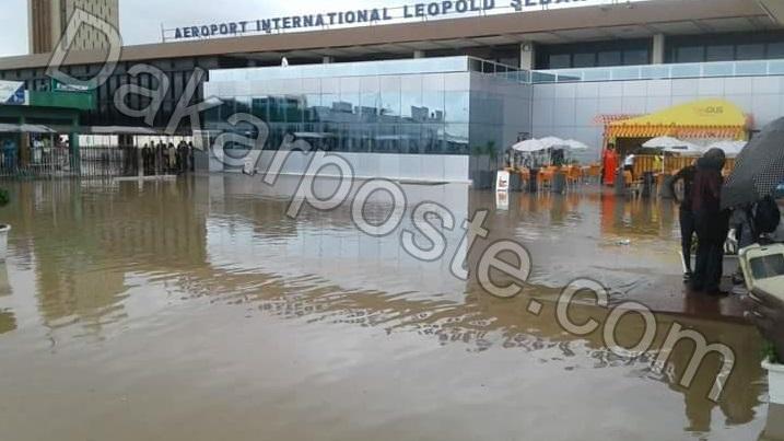 L'aéroport de Dakar inondé