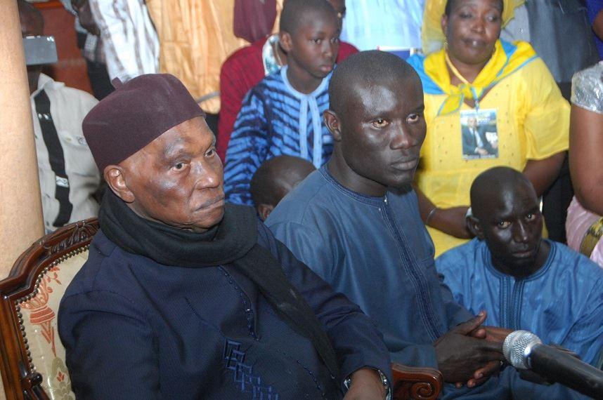 Waly Albert Ndong à côté de Me Wade