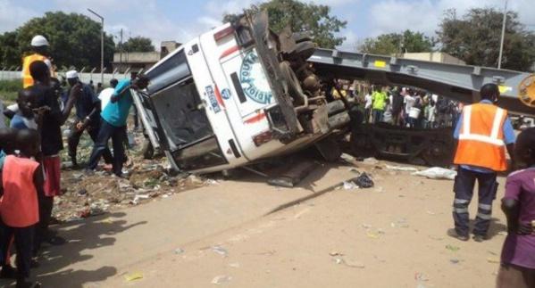 Accident à Kaolack : Un bus esquivant « un fou » se renverse et fait 5 morts dont des membres de la famille d'Alkaly Cissé