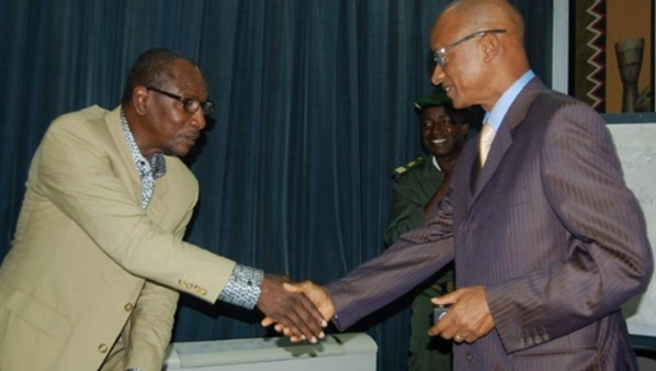 Guinée : Alpha Condé rend visite à son rival Cellou Dalein Diallo, endeuillé par la mort de son frère